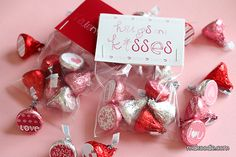Valentine Hershey Kisses Labels and cute treat bag toppers! adorable free printables for dressing up those Valentine goodies! Creative Valentines Day Ideas, Valentines For Kids, Valentine Day Crafts, Printable Valentine, Valentine Stuff, Valentine Party, Homemade Valentines, Valentine Wreath, Diy Valentine's Treats
