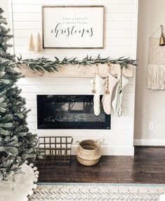 Are you searching for images for farmhouse decor? Browse around this website for amazing farmhouse decor inspiration. This kind of farmhouse decor ideas will look absolutely terrific. Christmas Mantels, Christmas Home, Christmas Ideas, Christmas Fireplace Decorations, Rustic Christmas, Christmas Living Room Decor, Christmas Cactus, Apartment Christmas Decorations, Fire Place Christmas Decor