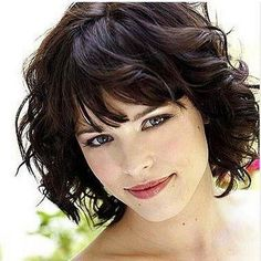 Short Hairstyles for Thick Wavy Hair and Round Faces Short Wavy Haircuts, Medium Bob Hairstyles, Round Face Haircuts, Hairstyles For Round Faces, Short Hairstyles For Women, Hairstyles With Bangs, Trendy Hairstyles, Hairstyle Ideas, Beautiful Hairstyles