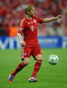 Anatoliy Tymoshchuk of FC Bayern Muenchen in action during UEFA Champions League Final between FC Bayern Muenchen and Chelsea at the Fussball Arena M?nchen on May 19, 2012 in Munich, Germany.