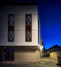 Viviendas sociales en el barrio de la Trinidad de Málaga, España Trinidad, Mansions, House Styles, Home Decor, Social Housing, The Neighborhood, Architecture, Decoration Home, Manor Houses