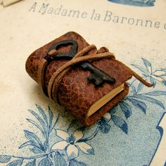 Teeny Tiny Book - Miniature Journal with Antique Key Antique Keys, Leather Notebook, Miniature Crafts, Beautiful Textures, Little Books, Book Making, Bookbinding, Mini Books, Craft Fairs