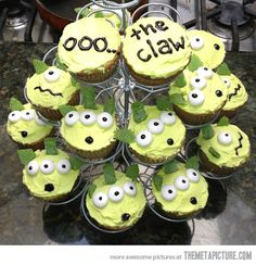 cool-Toy-Story-cake-claw-aliens