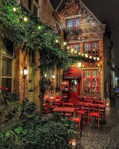 This Little Restaurant In Bruges, Belgium : CozyPlaces Oh The Places You'll Go, Places To Visit, Voyage Europe, Europe Europe, Cozy Place, London, Paris, Home Interior Design, Decoration