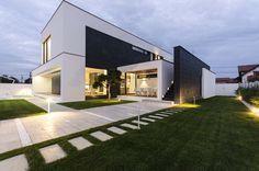 Design: Exterior (The Modern C House by Parasite Studio)