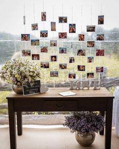 Olha essa ideia para deixar o livro de recados dos convidados do seu casamento! Várias fotos incríveis ajudam a decorar esse espaço, que é…
