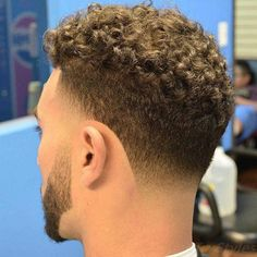 Die Netten niedrigen kahlen Kegel in Bezug auf Wün Curly Taper Fade, Thin Curly Hair, Taper Fade Haircut, Curly Hair Styles, Male Haircuts Curly, Haircuts For Men, Hair Clay, Hairstyle Names, Ulzzang Hair