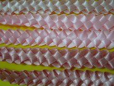 Tiara com flores e meia pérolas- How to make satin ribbon roses Diy Hair Bows, Diy Bow, Diy Ribbon, Ribbon Crafts, Diy Fashion Videos, Ribbon Projects, Satin Ribbon Roses, Ribbon Headbands, How To Make Ribbon
