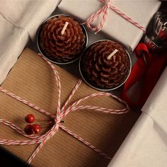A Gift Wrapped Life - Gifting Tips, Advice and Inspiration: A favorite blogger...............wraps simply and beautifully