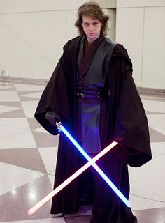 THIS IS INSANE!! This is the best Stars Wars displayed I've seen yet. He makes a good Anikin SKYWALKER :D
