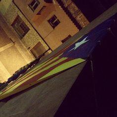 Penjant l'estelada a la façana de l'Ajuntament de #Gelida amb @EsquerraGelida #Penedes #11s2014 #Independencia #Catalunya