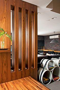 linda peça de madeira com recortes com iluminação Revestimento de paredes com madeira pede elementos leves   Blog do Porcelanato - Uma iniciativa Lotus