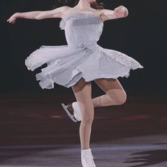 Ice Skaters, Ice Dance, Ice Princess, Figure Skating Dresses, Pretty Photos, Aesthetic Girl, Picture Wall, Aesthetic Pictures, Poses