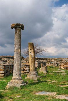 The Ruins of Histria, an ancient citadel located close to the city of Constanta, Romania! Bulgaria, Visit Romania, Turism Romania, Wonderful Places, Beautiful Places, The Beautiful Country, Ancient Ruins, Constanta Romania, Eastern Europe