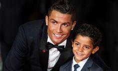 Cristiano Ronaldo y su hijo - http://www.notiexpresscolor.com/2017/01/04/cristiano-ronaldo-y-su-hijo/