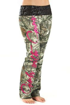 Girls With Guns Women's Script Lounge Pants - Mossy Oak Treestand/Pink Looks Country, Country Girl Style, Country Life, Country Fashion, Mommy Style, Country Chic, Ed Westwick, Camo Outfits, Girl Outfits