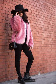 The Must Have Faux Fur Coat - Ana Picazzo. How to style a faux fur coat, the pink faux fur coat. Blogger style, mexican blogger, blogger mexicana. Abrigo de pelo sintético rosa.