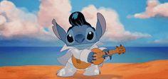 """Stitch bailando e imitando a Elvis en la película de """"Lilo y Stitch""""."""