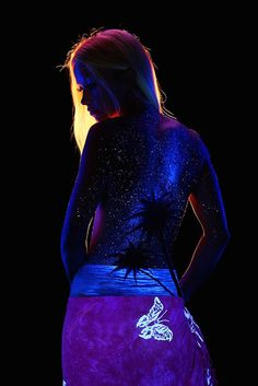 """""""Black Light Bodyscapes by artist and photographer John Poppleton. Landscapes painted onto female models and lit up with a black light. Body Art Photography, Photography Tutorials, Light Photography, Female Body Paintings, Female Art, Photographie Art Corps, Human Body Art, New Retro Wave, Meditation Art"""