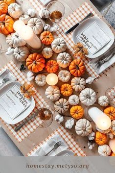 Outdoor Thanksgiving, Thanksgiving Table Settings, Thanksgiving Centerpieces, Holiday Tables, Thanksgiving Holiday, Christmas Tables, Christmas Decor, Dinner Party Decorations, Dinner Themes