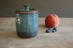 Keramik Krug mit Deckel Steinzeug von JenniferBurkePottery auf Etsy