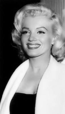 @PinFantasy - Marilyn Monroe ~~ For more: - ✯ http://www.pinterest.com/PinFantasy/gente-~-marilyn-sweet-marilyn/
