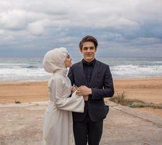 Cute Muslim Couples, Muslim Girls, Cute Couples, Couple Photoshoot Poses, Couple Shoot, Cute Panda Cartoon, Muslimah Wedding Dress, Muslim Couple Photography, Street Hijab Fashion
