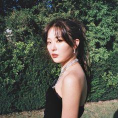 Lulamulala (@Lulamulala) / Twitter Seulgi Instagram, Photoshoot Concept, Kang Seulgi, Red Velvet Seulgi, Korean Girl Groups, Girl Power, Kpop Girls, Red Roses, My Girl