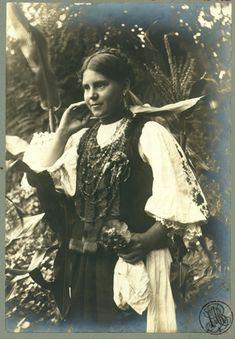 Adler - Costum popular feminin din Ighiu, jud. Alba - Magyarigen – Wikipédia Ruffle Blouse, Princess Zelda, Costumes, Popular, Fictional Characters, Women, Fashion, Moda, Dress Up Outfits