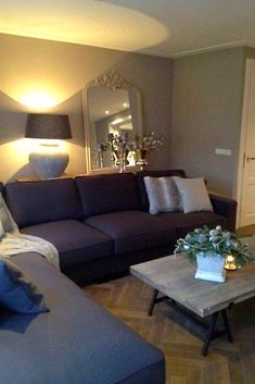 Afbeeldingsresultaat voor tafels voor achter de bank Cozy Basement, Home And Living, Living Room, Farmhouse Style Decorating, My Dream Home, House Tours, Sweet Home, New Homes, Couch