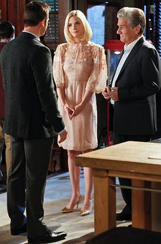 Lemon Breeland (Jaime King) wears a Valentino dress and Zara shoes.