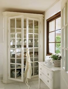 Love The Glass Front Cupboard For Storing Everyday Service And Glassware...  Would Be