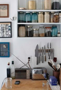 Jessica Comingore | Journal: [interior] simple kitchen
