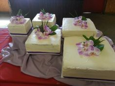 square unstacked orchid wedding cake