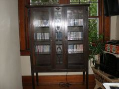 Martin Furniture Curio display cabinet - $200 (West Chester)