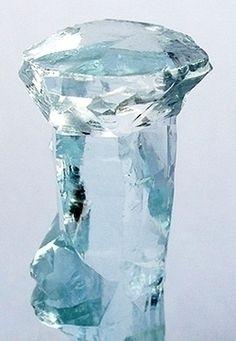 Crystal Clear Aquamarine - #pixiecrystals: bizarre super rare nail-head, multi-faceted termination