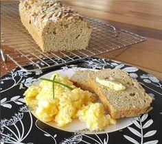 Quer uma receita de pão low carb fácil, rápida e gostosa? Tenho certeza que esta aqui vai te ajudar. E o melhor: já foi testada e aprovada!