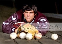 Great senior pose idea.  Contact www.hbphotomn.com to set up your photography session.  **This is not a honeybee photo.