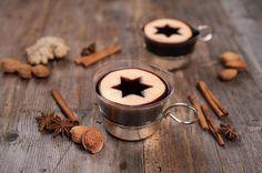 Glögg - heißer schwedischer Glühwein - Auch in Schweden erfeut sich heißer Glühwein im Winter großer Beliebtheit. Damit Sie in kalten, skandinavischen Winternächte nicht frösteln, hier der Klassiker mit Schuss!