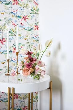 Monica Delgado shares her modern, fresh floral style - Flower Magazine Cymbidium Orchids, Carnations, Tulips, Ranunculus, Floral Style, Floral Design, Rose Stem, Peace Lily, All Flowers