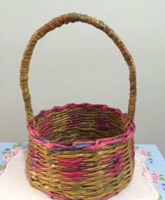 Basteln mit Zeitung: 59+ Fotos & Schritte! - Neu dekoration stile Paper Goods, Wicker Baskets, Recycling, Projects To Try, Weaving, Diy, Board, Paper Engineering, Diy And Crafts