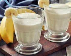 Smoothie  mangue et banane au lait d'amande : http://www.fourchette-et-bikini.fr/recettes/recettes-minceur/smoothie-mangue-et-banane-au-lait-damande.html