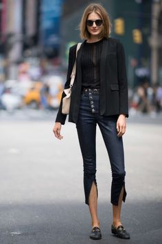 The 30 best street-style moments from New York Fashion Week- HarpersBAZAARUK Fashion 101, Girl Fashion, Fashion Dresses, Fashion Looks, Womens Fashion, Fashion Design, Ladies Fashion, Fashion Ideas, Simply Fashion