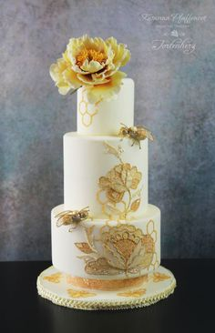 Bees weddingcake - cake by Tortenherz Fancy Wedding Cakes, Wedding Cake Prices, Beautiful Wedding Cakes, Wedding Cake Designs, Beautiful Cakes, Bee Cakes, Wedding Cake Inspiration, Love Cake, Pretty Cakes