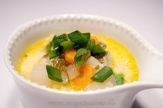 Karalábé leves ~ Receptműves Thai Red Curry, Cantaloupe, Dishes, Fruit, Ethnic Recipes, Desk, Soups, Life, Writing Table