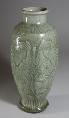 SONG/YUAN LONGQUAN KILN VASE WITH FLOWERS