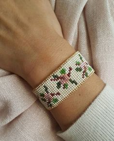 Photo Bead Loom Bracelets, Beaded Bracelet Patterns, Bead Loom Patterns, Peyote Patterns, Beading Patterns, Beaded Jewelry, Tear, Beading Projects, Loom Weaving