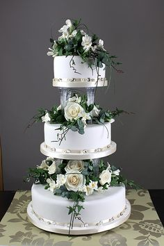 wedding cakes with separated tiers - and flowers in between.