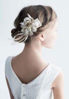 #recogido #pelo niña #comunión Communion Hairstyles, Flower Girl Hairstyles, First Communion, Cut And Color, Hair Pins, Hair Styles, Beauty, Beautiful Hairstyles, Flower Girls