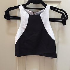 Black and white crop top. New never been worn crop top. Tobi Tops Crop Tops